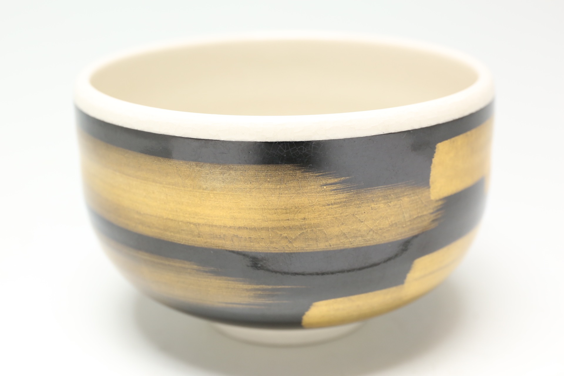 九谷焼 黒地に金彩の茶碗 [2Z-4223]
