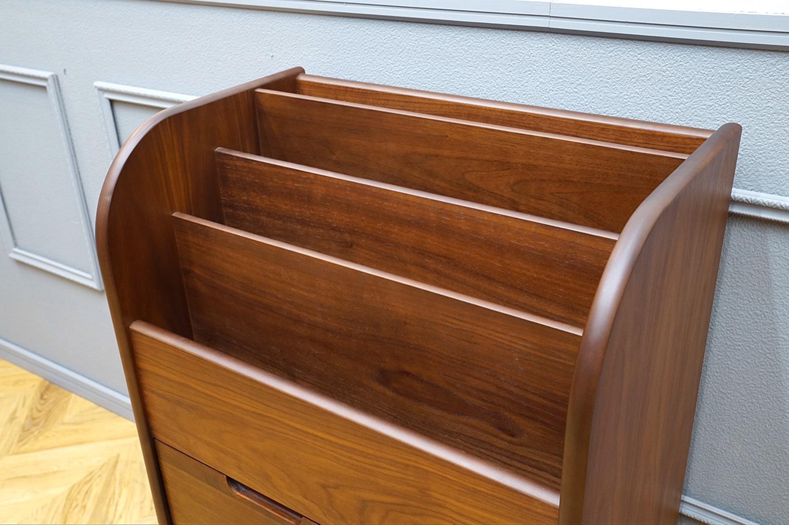 起立木工 絵本ラック ウォールナット突板3