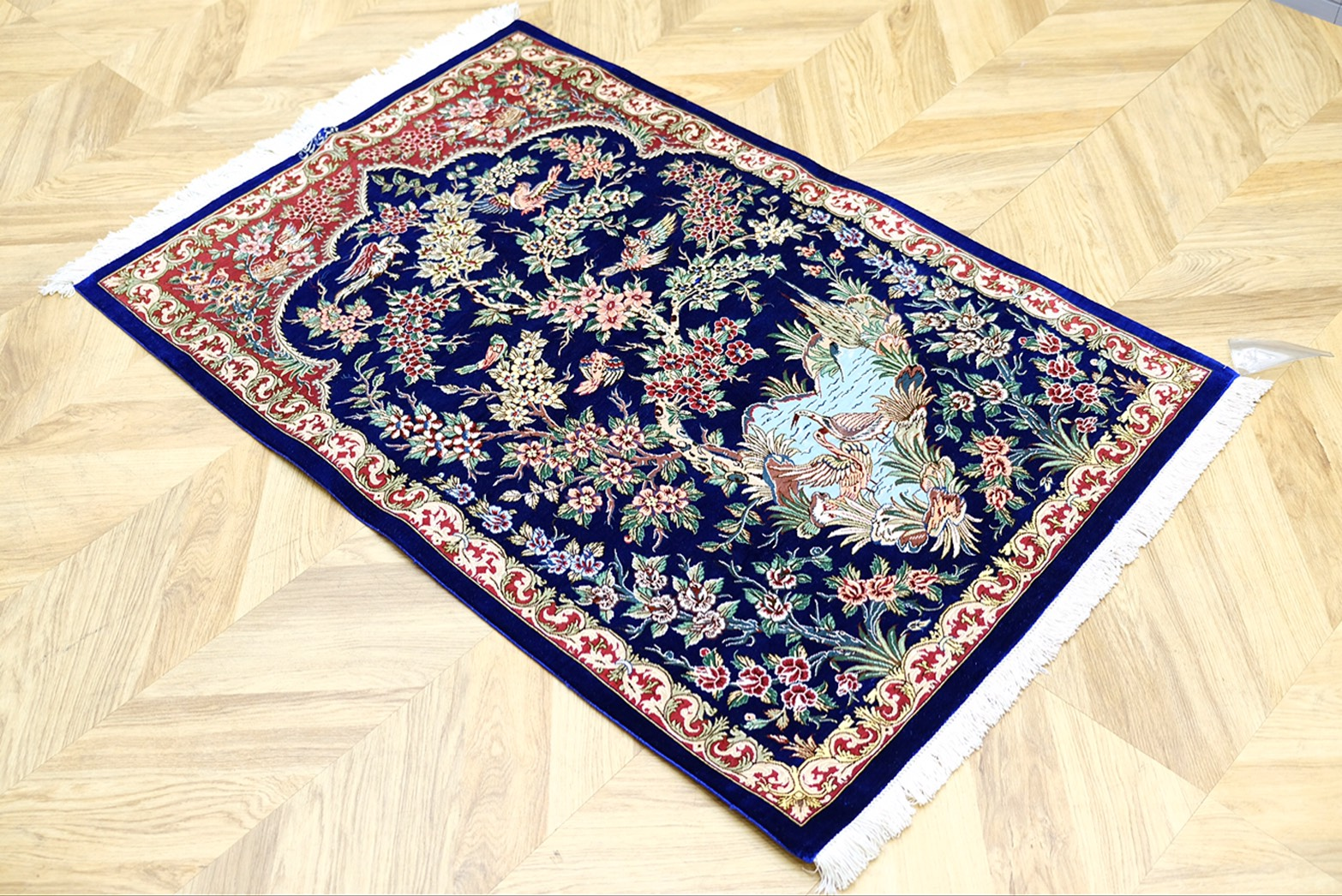 イラン・クム産 ペルシャ絨毯